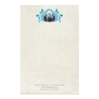 Appareil-photo avec le feuille et les papillons papier à lettre customisable