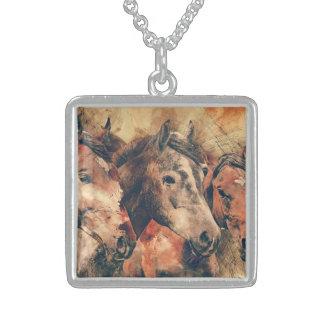 Aquarelle artistique de chevaux peignant collier en argent