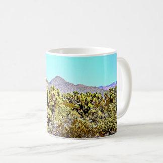 Arbre de Joshua dans la tasse de café de montagnes