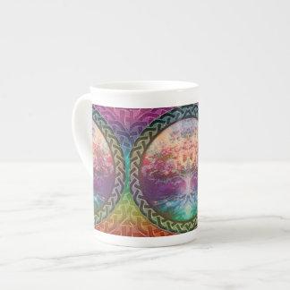 Arbre de tranquilité de la vie dans des couleurs mug