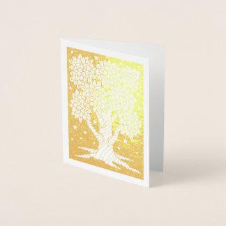 Arbre fantastique de nuit d'étoile de forêt carte dorée