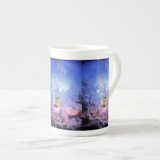 Arbre mort glacial avec l'arbre mug