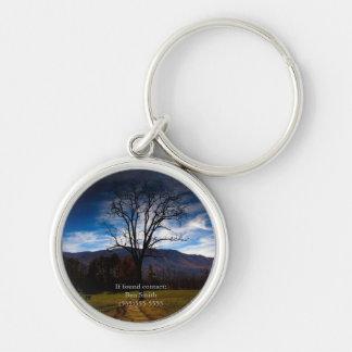 Arbre nu et ciel bleu en automne personnalisé porte-clé rond argenté