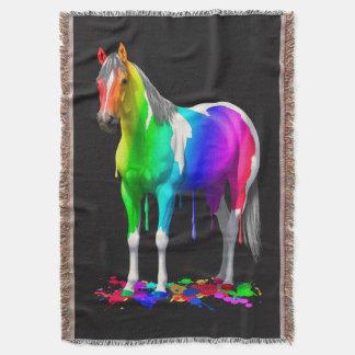 Arc-en-ciel coloré s'égouttant le cheval humide de couverture