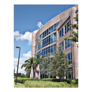 Architecture moderne d'immeuble de bureaux prospectus 21,6 cm x 24,94 cm