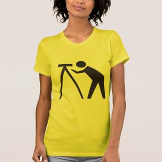 Arpenteur de terre au T-shirt des femmes de