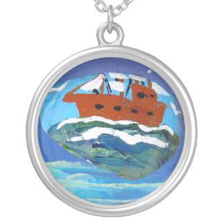 Art de roche, bateau de navigation collier