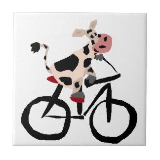 Art drôle de bicyclette d'équitation de vache petit carreau carré