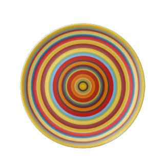 Assiette En Porcelaine L'Ombrie entoure le plat de porcelaine