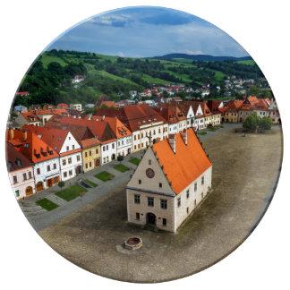 Assiette En Porcelaine Vieille place dans Bardejov par jour, Slovaquie