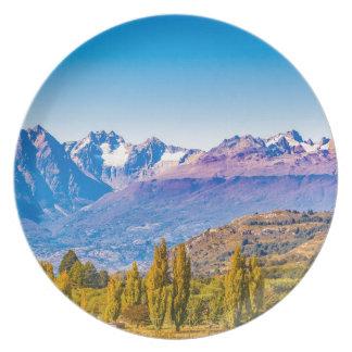 Assiette Paysage de lac et de montagnes, Patagonia, Chili