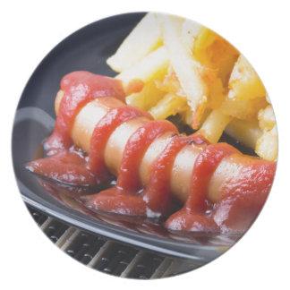Assiette Saucisses grillées et pomme de terre frite