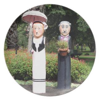 Assiette Vieilles sculptures en ménages mariés