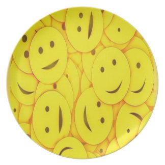 Assiettes En Mélamine Collage heureux mignon de visages