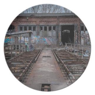 Assiettes En Mélamine Vieil entrepôt abandonné