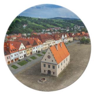 Assiettes En Mélamine Vieille place dans Bardejov par jour, Slovaquie