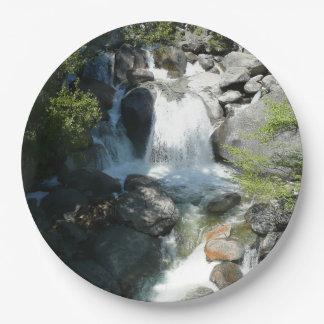 Assiettes En Papier La cascade tombe au parc national de Yosemite