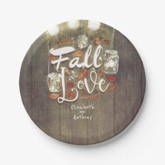 Assiettes En Papier La chute dans le pot de maçon d'amour allume le