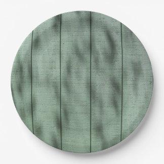 Assiettes En Papier Mur en bois vert rustique avec les ombres