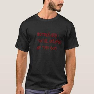 Astronomie contre le T-shirt d'astrologie