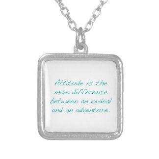 Attitude -- épreuve ou aventure (vert) collier