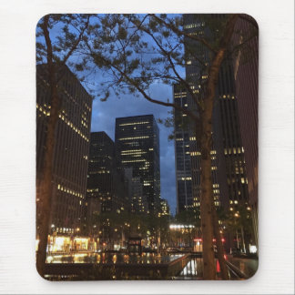 Aube aux lumières centrales d'architecture de tapis de souris