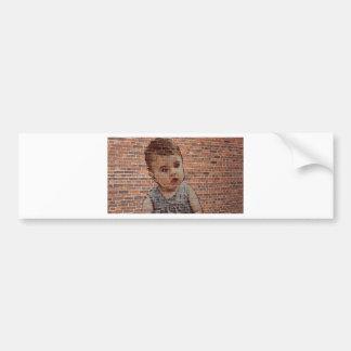 Autocollant De Voiture Bébé mignon sur le mur de brique