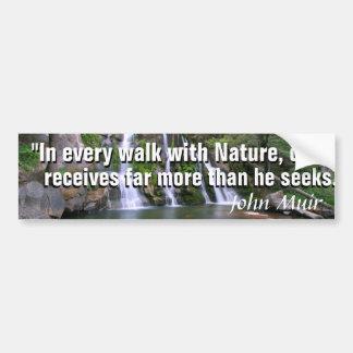 Autocollant De Voiture Citation de John Muir et une belle cascade de
