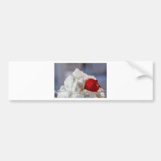 Autocollant De Voiture Crème avec des fraises dans un bol en verre
