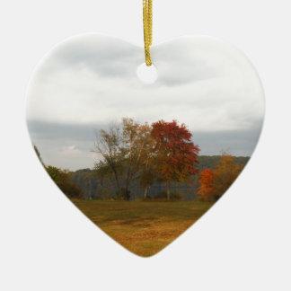 Automne à la pointe de flèche de lac ornement cœur en céramique