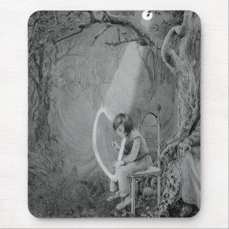 Ayra jouant son harpe faite en clair de lune tapis de souris