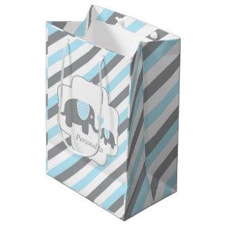 Baby shower blanc, bleu et gris d'éléphants de sac cadeau moyen