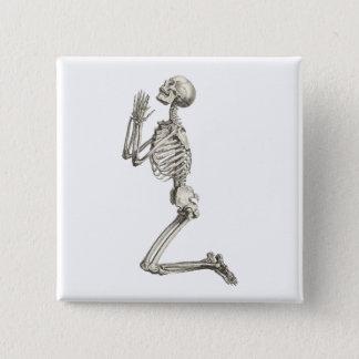 Badge Carré 5 Cm Bouton squelettique de prière de Halloween