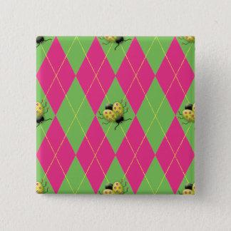 Badge Carré 5 Cm Coccinelle à motifs de losanges rose et verte