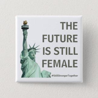 Badge Carré 5 Cm L'avenir est TOUJOURS femelle - plus forte