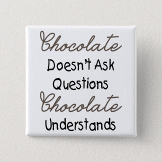 Badge Carré 5 Cm Le chocolat ne pose pas des questions, citation