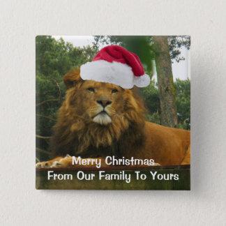 Badge Carré 5 Cm Lion de Noël utilisant le casquette de Père Noël