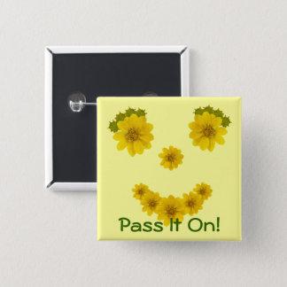 Badge Carré 5 Cm Sourire jaune aux yeux brillants de fleur sauvage