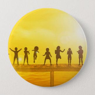 Badge Rond 10 Cm Enfants heureux et amitié dans le concept d'école