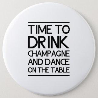 Badge Rond 15,2 Cm Heure de boire Champagne et de danser sur le