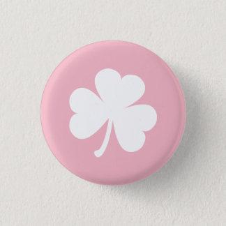 Badge Rond 2,50 Cm Bouton rose avec le shamrock irlandais blanc