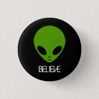 Badge Rond 2,50 Cm L'alien croient le bouton