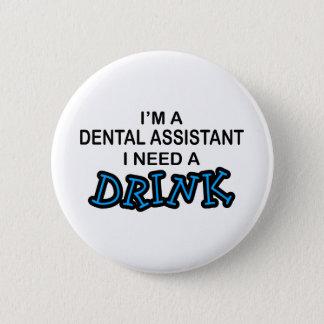 Badge Rond 5 Cm Ayez besoin d'une boisson - assistant dentaire