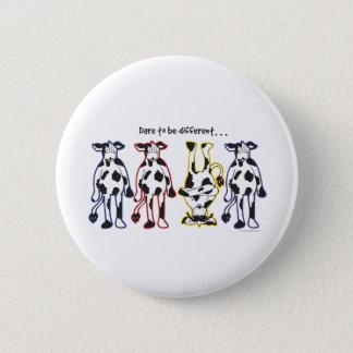 Badge Rond 5 Cm Défi à être différentes vaches