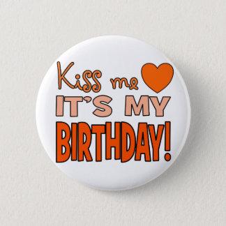 Badge Rond 5 Cm Embrassez-moi, il est mon anniversaire !