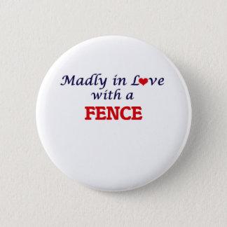 Badge Rond 5 Cm Follement dans l'amour avec une barrière