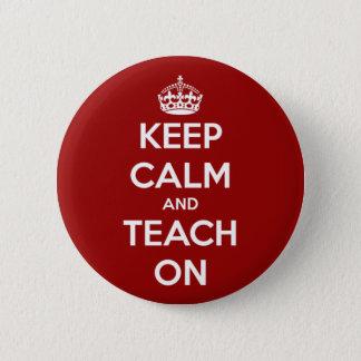 Badge Rond 5 Cm Gardez le calme et l'enseignez sur le rouge