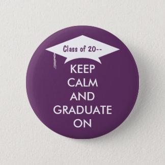 Badge Rond 5 Cm Gardez le calme et recevez un diplôme le pourpre