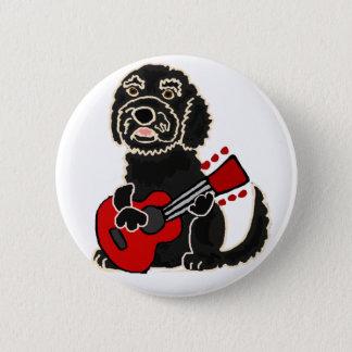Badge Rond 5 Cm Labradoodle drôle jouant la guitare