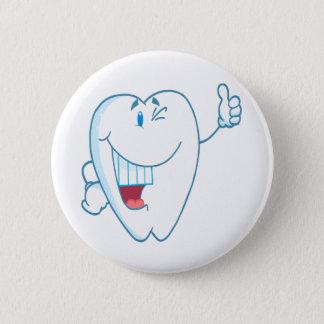 Badge Rond 5 Cm Le personnage de dessin animé propre de sourire de